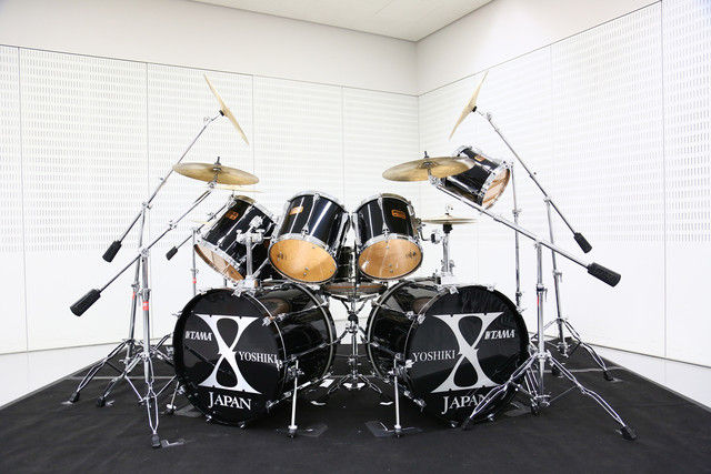 news_xlarge_yoshiki_drum2